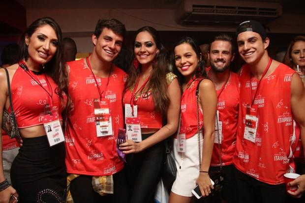 Os gêmeos do BBB, Antonio e Manoel, Mayla e amigos (Foto: Cleomir Tavares / EGO)
