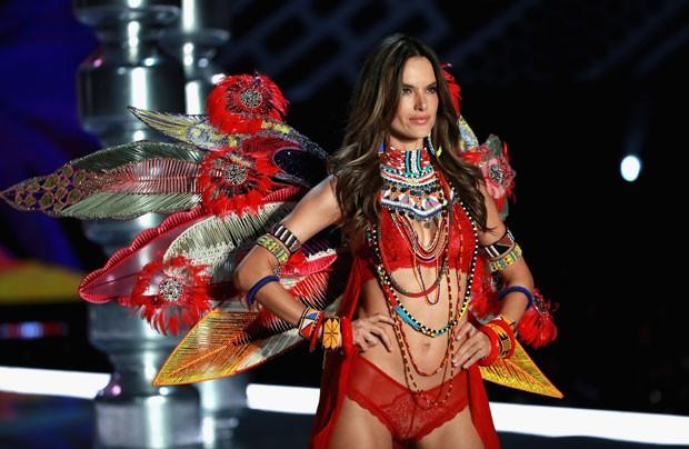 Alessandra Ambrosio anunciou que este seria sua última vez no show após 12 anos (Foto: Getty Images)
