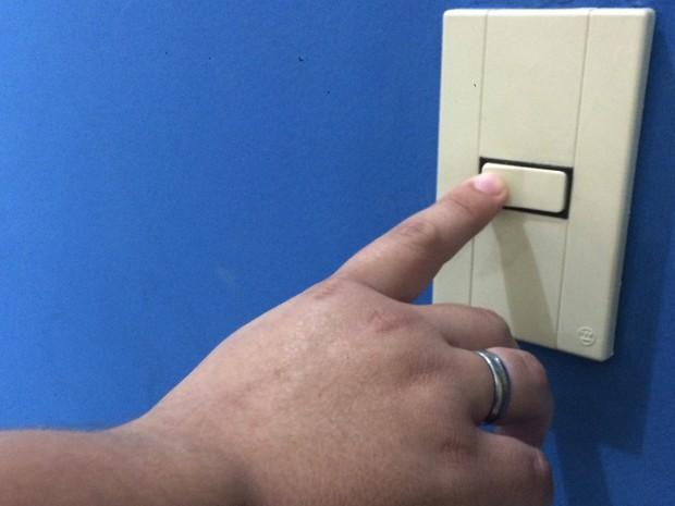 Para quem vai viajar e deixar a casa sozinha orientação é manter luzes apagadas (Foto: Lúcia Ribeiro/G1)