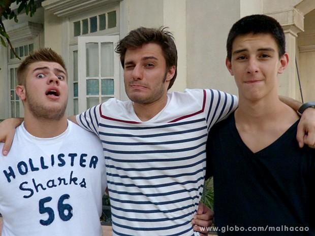 Guilherme Paes Leme, Hugo e Vinícius Bonemer brincaram de fazer pose (Foto: Malhação / TV Globo)