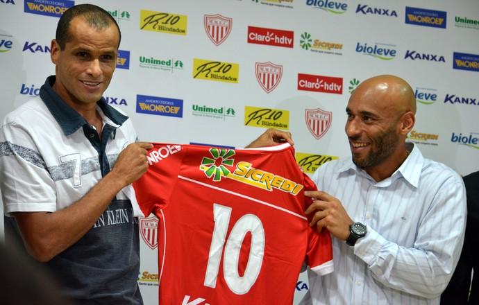 Rivaldo e Edinho apresentação Mogi Mirim (Foto: Murilo Borges)