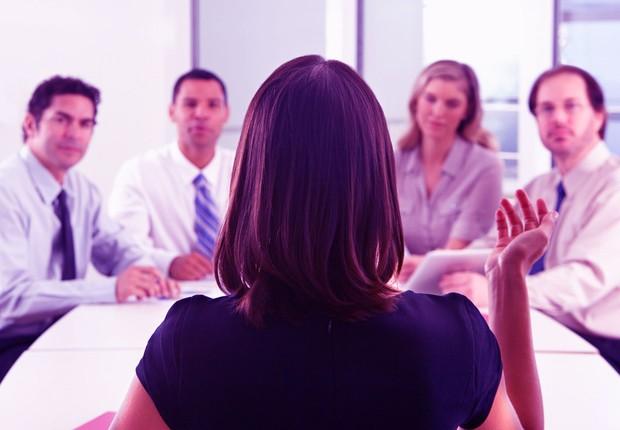 Carreira ; liderança ; mulher no trabalho ; chefiar equipe ; desigualdade de gênero ; reunião de negócios ;  (Foto: Shutterstock)