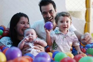 Priscila Pires posa com os filhos (Foto: Marcos Serra Lima / EGO)