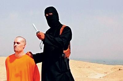 A SANGUE-FRIO Cena do vídeo com a degola do jornalista James Foley. Se não for combatido,  o grupo IS espalhará mais rapidamente suas táticas (Foto: Reprodução)
