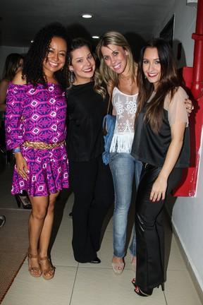 Aretha Oliveira, Fernanda Souza, Mariane Oliva e Carla Diaz em peça em São Paulo (Foto: Manuela Scarpa/ Foto Rio News)