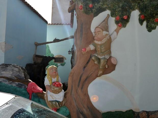 Duendes, gnomos, fadas e magos encantam a cidade (Foto: Tiago Campos / G1)