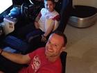 Rubens Barrichello se diverte com os filhos: 'Loucos por um volante'