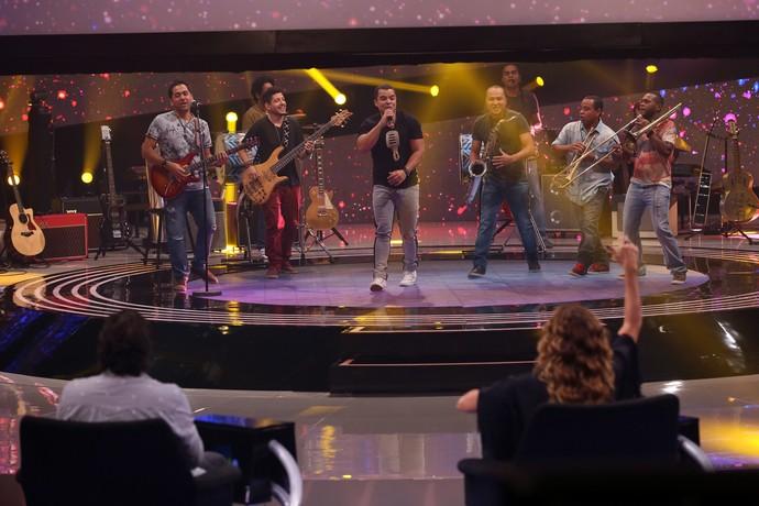 A banda Negra Cor faz um medley de axé com hip hop no SuperStar (Foto: Isabella Pinheiro/Gshow)