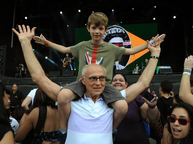Ex-senador Eduardo Suplicy, pai de Supla e João Suplicy, acompanha show dos filhos no Rock in Rio (Foto: Alexandre Durão/G1)