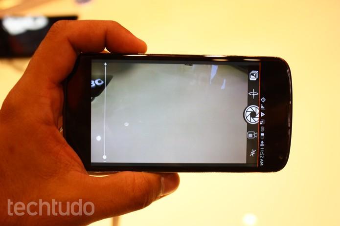 Durante os testes, sistema Ubuntu trava no aplicativo de câmera (Foto: Allan Melo/TechTudo)