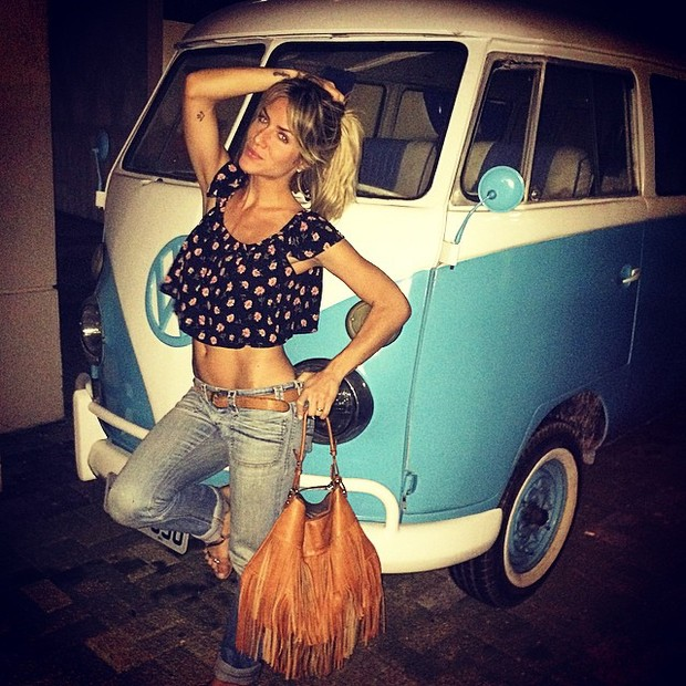 Giovanna Ewbank posa com a barriga de fora no Rio (Foto: Instagram/ Reprodução)