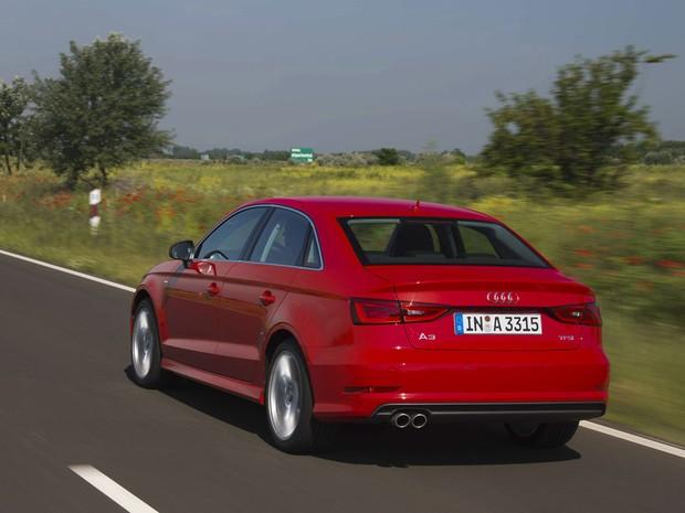 Audi A3 Sedan tem suspensão esportiva, mas que absorve bem as ondulações da pista (Foto: Divulgação)