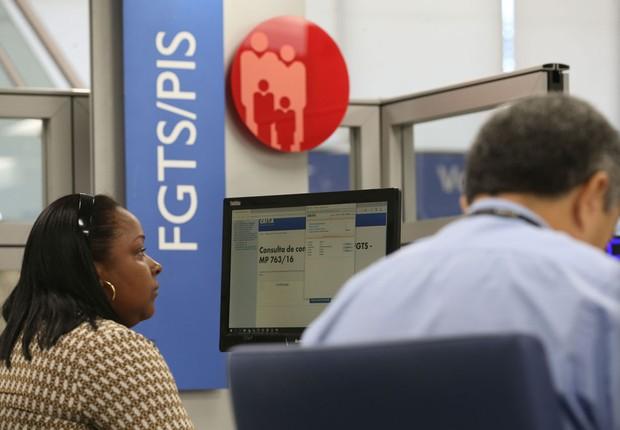 Atendimento do FGTS e INSS na Caixa (Foto: Fabio Rodrigues Pozzebom/Agência Brasil)