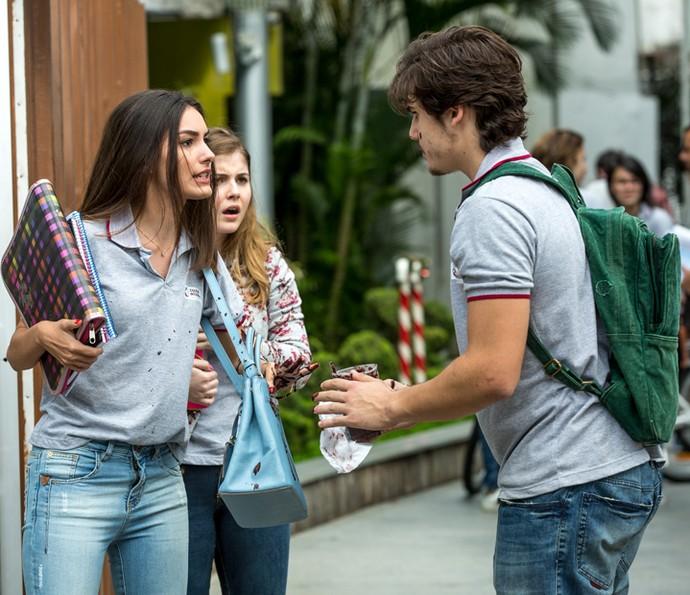 Yasmin briga com Zac (Foto: Isabella Pinheiro/Gshow)