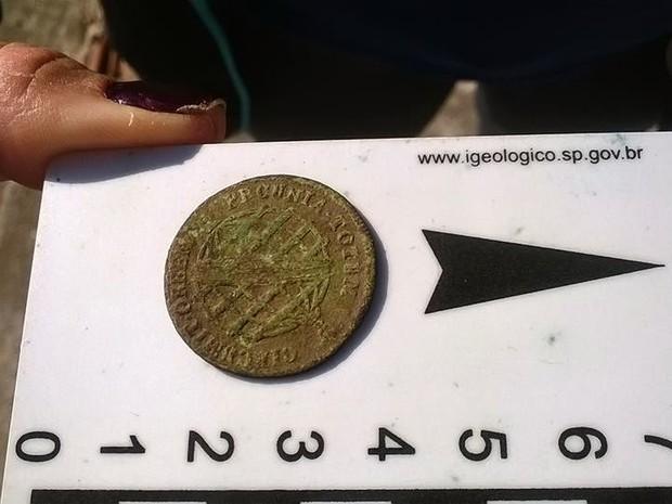 Moeda de cobre foi criada no período colonial português no Brasil (Foto: Divulgação/ Blog Fazenda Campos Novos)