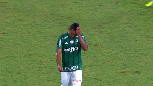Borja volta a ficar emburrado no banco do Palmeiras, mas Cuca promete paciência