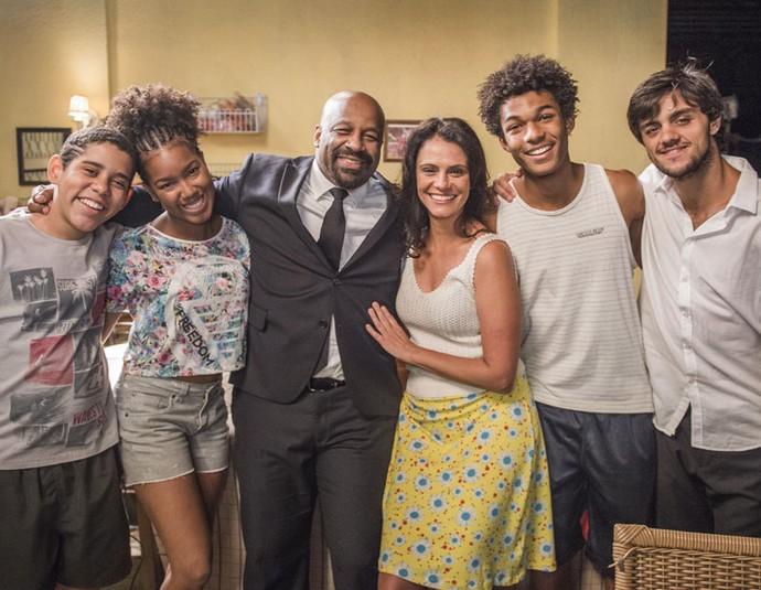 Ailton Graça, Malu Galli e Juan Paiva fazem parte do núcleo de Curicica na trama (Foto: Caiuá Franco/Globo)