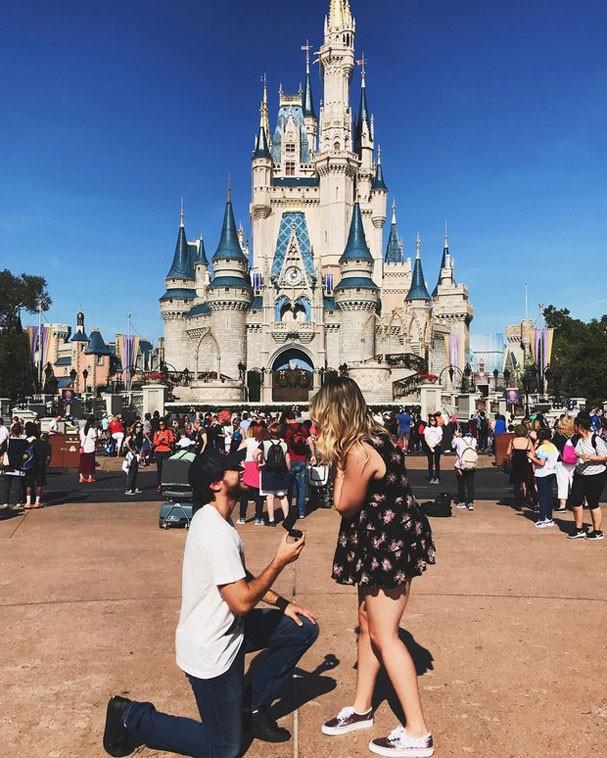 Niina Secrets é pedida em casamento na Disney (Foto: Reprodução/Instagram)