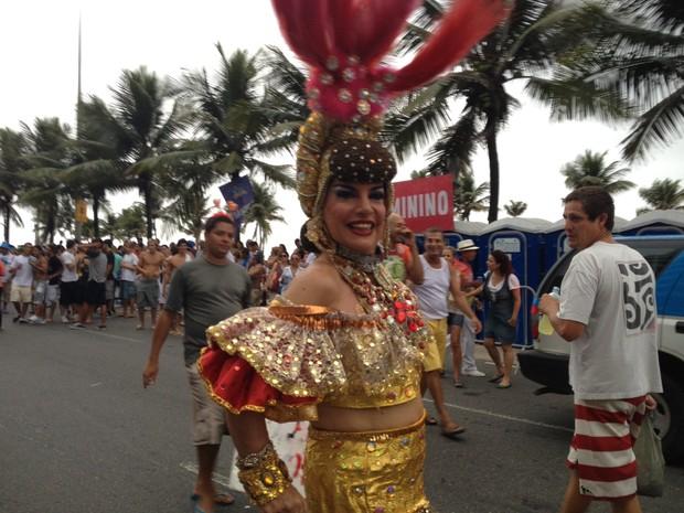 Juju Maravilha à frente da Banda de Ipanema (Foto: Lívia Torres/G1)