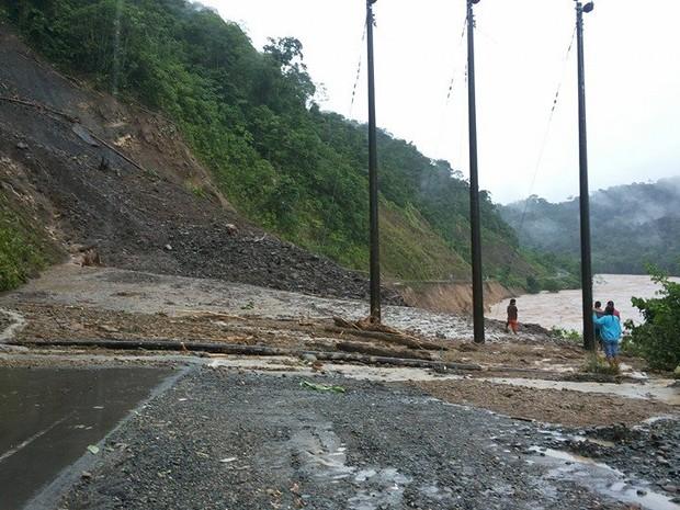 Estudante postou foto da estrada interditada no Peru (Foto: Gilvan Ferreira/Arquivo Pessoal)
