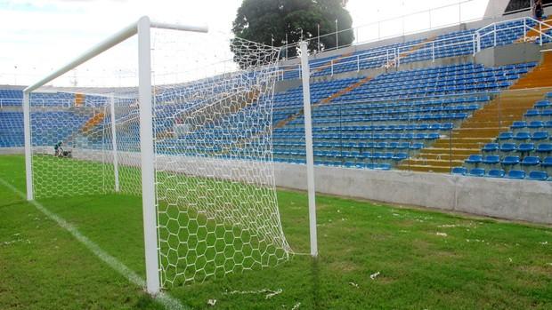 estádio presidente vargas ceará torcida campo (Foto: Richard Souza / Globoesporte.com)