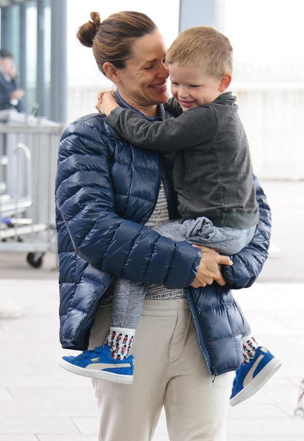Jennifer Garner e o filho caçula, Samuel (Foto: AKM-GSI)