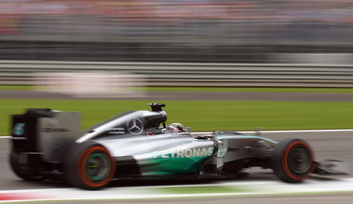Apesar de problemas, Lewis Hamilton foi o mais rápido do primeiro dia de atividades em Monza (Foto: Getty Images)