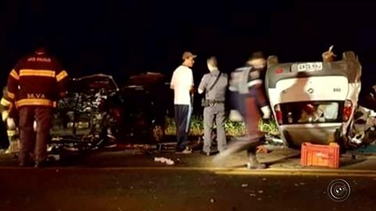 Acidente entre dois veículos deixa mortos em rodovia de Cândido Mota