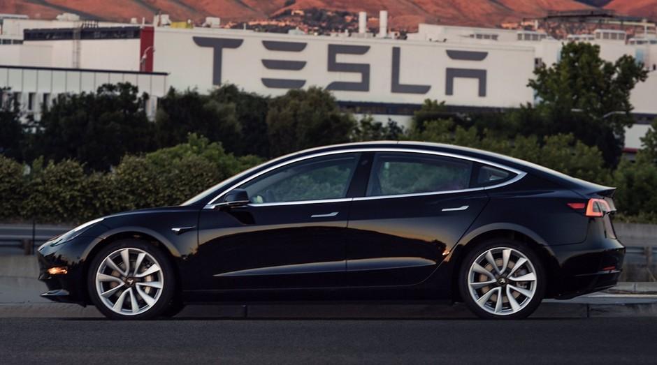tesla model 3; carro; luxo; (Foto: Reprodução/Elon Musk/Twitter)