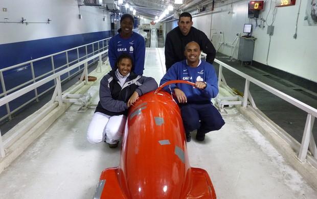 Bobsled Brasil  Fabiana, Esthefânia, Edson Bindilatti e Odirlei no Canadá (Foto: Cristiano Paes / CBDG)