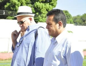 César Gaúhco e Éder Taques dirigentes do CEOV Mato Grosso (Foto: Robson Boamorte)