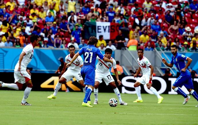 Pirlo Itália e Costa Rica Arena Pernambuco (Foto: Aldo Carneiro / Pernambuco Press)