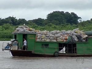 Lixo despejado no Pantanal de MS (Foto: Reprodução/ TV Morena)