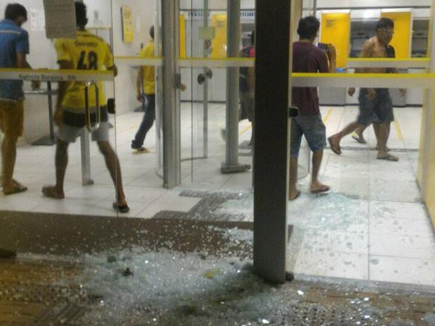 Terminais violados na agência do Bradesco em Baraúna (Foto: Eliú Estevam/Notícias de Baraúna)