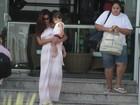 Juliana Paes passeia com o filho no Rio de Janeiro