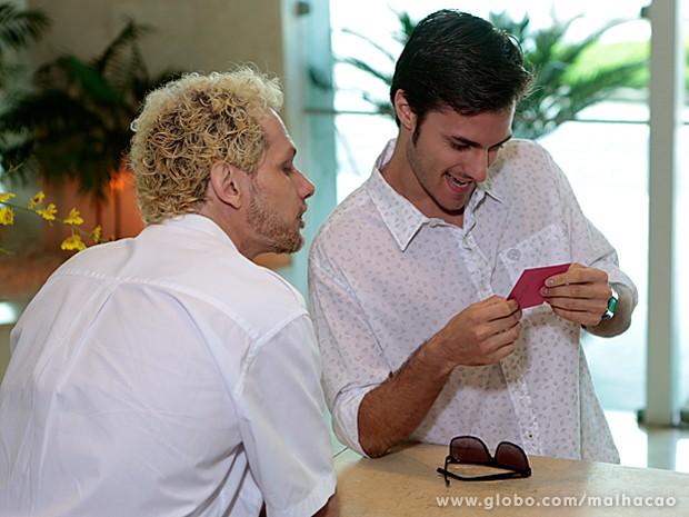 Martin recebe bilhete de Micaela (Foto: Malhação/ TV Globo)