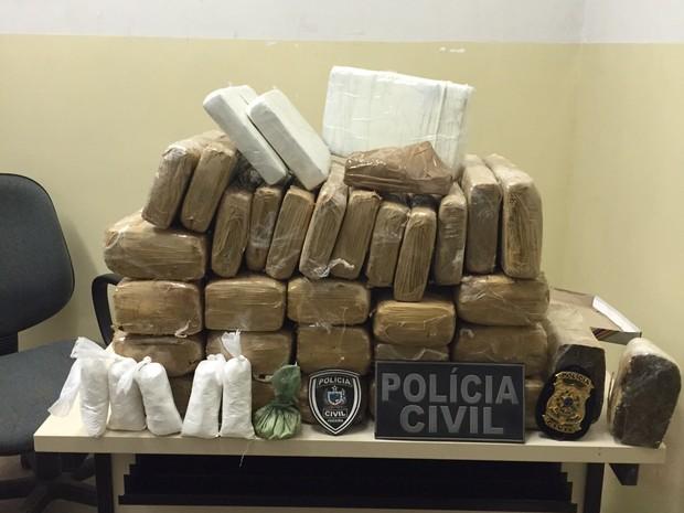 Foram apreendidos 107 kg de maconha em operações na cidade de Cajazeiras (Foto: Divulgação/Polícia Civil)