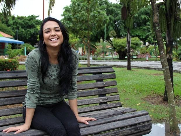 Além de parar de tomar refrigerante, a estudante Thallyta Castro, de 23 anos, busca ser mais paciente com familiares e amigos durante a quaresma (Foto: Jamile Alves/G1 AM)