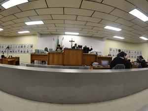 23.nov.2012 - Vista panorâmica do Tribunal do Júri de Contagem no quinto dia de julgamento (Foto: Vagner Antônio/TJMG)