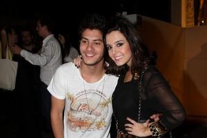 Giovanna Lancellotti e o namorado, Arthur Aguiar, em festa em São Paulo (Foto: Danilo Carvalho e Thais Aline/ Ag. News)
