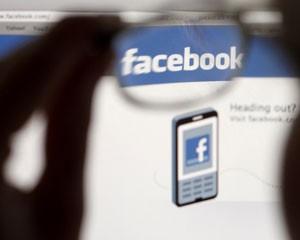 Estudantes estão usando mais as redes sociais, como o Facebook, para procurar emprego (Foto: Thomas Hodel/Reuters)