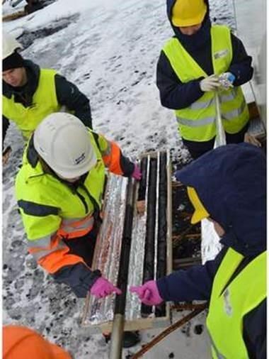Tubos foram inseridos no subsolo para verificar o progresso das reações subterrâneas (Foto: Juerg Matter)