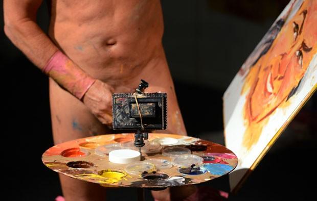 Tim Patch durante a feira erótica de Berlim. (Foto: Johannes Eisele/AFP)