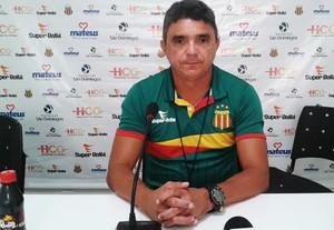 Técnico Flávio Araújo concedeu coletiva antes da partida contra o Palmeiras (Foto: Afonso Diniz/GloboEsporte.com)