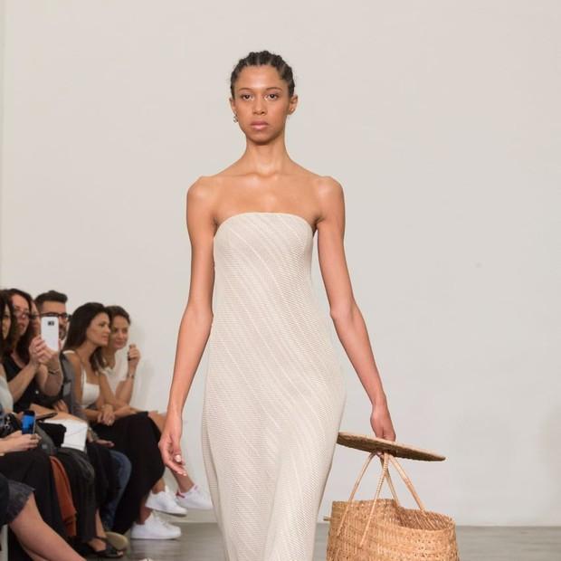 Giuliana Romanno: A estilista apostou em tecidos rústicos combinados a acessórios como bolsas palha e vime (Foto: Thibé)