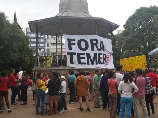 Protesto em Belo Horizonte pedia o impeachment do presidente do exercício Michel Temer (PMDB) (Foto: Flávia Cristini/G1)