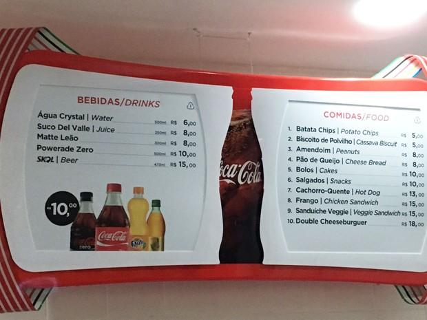 Tabela de preços de bebidas e comidas no evento-teste de ginástica no Rio (Foto: Fernanda Rouvenat / G1)