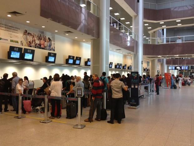 Aeroporto funcionava normalmente às 9h30 desta segunda-feira (13) (Foto: Mariucha Machado/G1)
