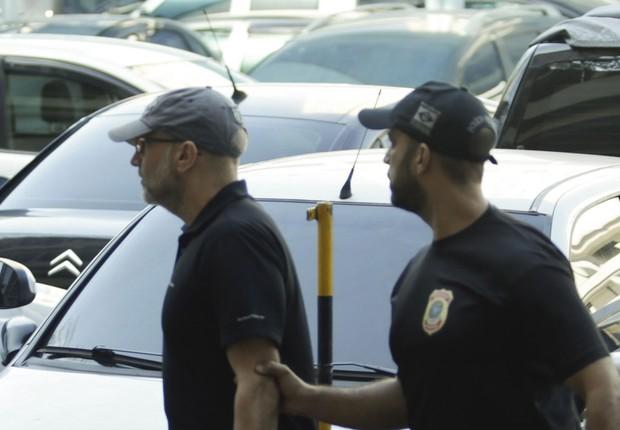 Operação Fatura Exposta prende o ex-secretário de Saúde Sérgio Côrtes. Na foto Sérgio Côrtes chega preso à Polícia Federal (Foto: Gabriel de Paiva/Agência O Globo)