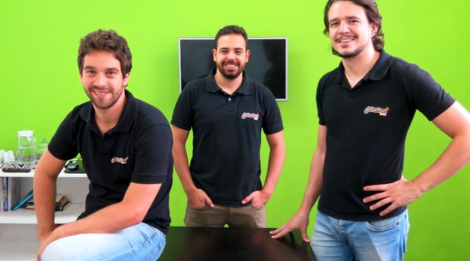 O administrador Lucas Marin, o economista Henrique Zanuzzo e o xxxx Luis Fontes, cofundadores da plataforma OneMarket (Foto: Divulgação)